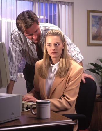acoso laboral: el acoso sexual en el lugar de trabajo Foto de archivo