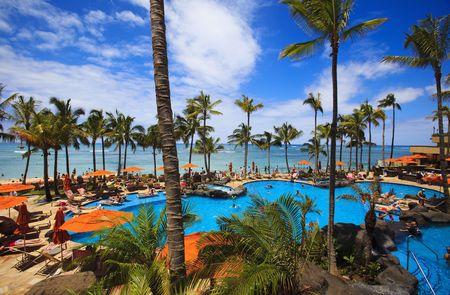 하와이 와이키키 해변에 수영장