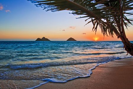 oahu: Pacific sunrise at Lanikai beach, Hawaii
