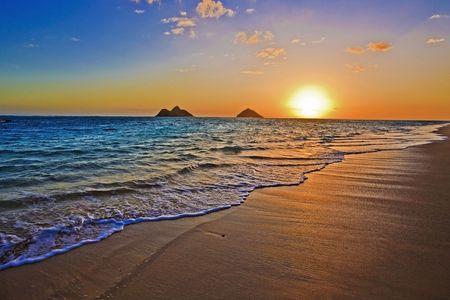 sunrise at the beach: Pacific sunrise at Lanikai beach, Hawaii