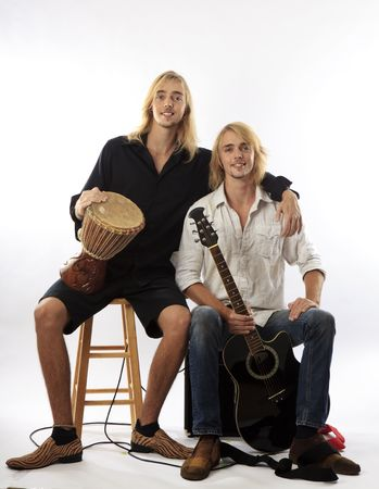 duet: twin brothers with their guitar and drum