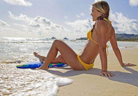piÄ™kne nastoletnia Dziewczyna z boogieboard w kailua beach, Hawaje