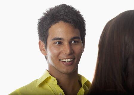 jonge Aziatische man praten met een vrouw Stockfoto