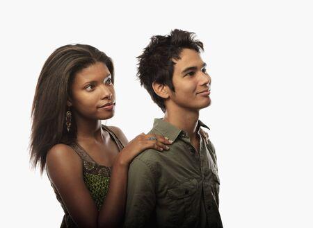 couple mixte: Portrait d'un jeune couple mixte Banque d'images