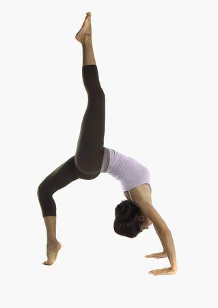 Junge Frau macht Yoga Standard-Bild - 13612697