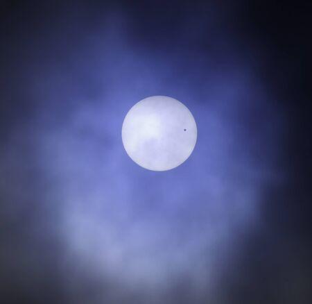 金星が太陽を通過します。
