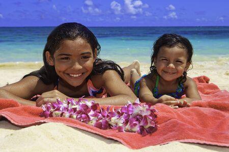 ビーチでポリネシア姉妹