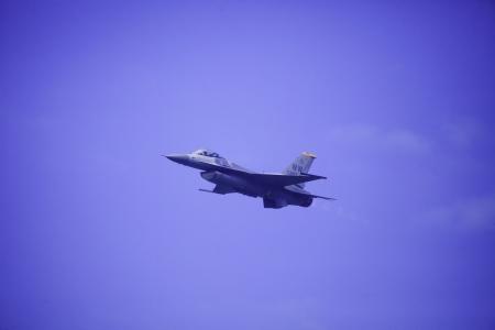 f 16: F-16 falcon flies at Kaneohe Bay Air show in Hawaii