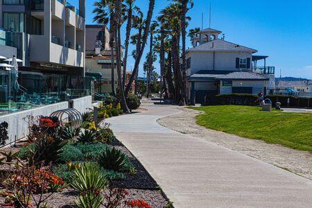 empty boardwalk in San Diegoduring coronavirus quarantine Фото со стока