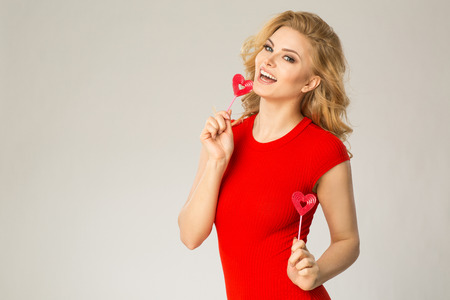 photgraphy: Smiling women with heart lollypop
