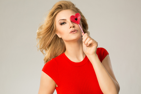 photgraphy: Women with heart lolly