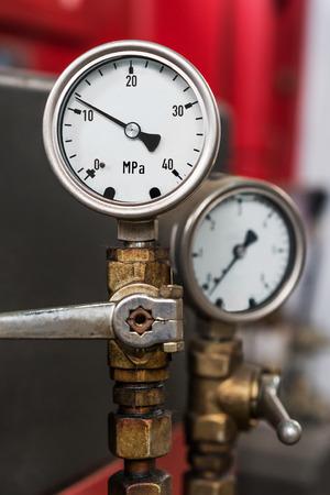 2 metal industrial pressure gauges