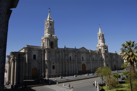 plaza de armas: La Catedrral, along Plaza de Armas, in Arequipa, Peru