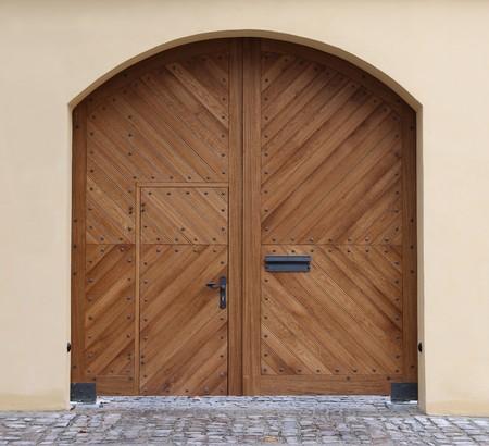 tocar la puerta: Nueva puerta de madera (puerta)