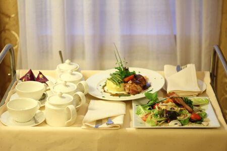 delivery room: room service, food from restaurant