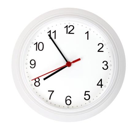 reloj de pared: Blanco sencillo reloj, aislado en fondo blanco