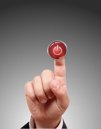 boton on off: La mano presiona el bot�n rojo aislado en blanco