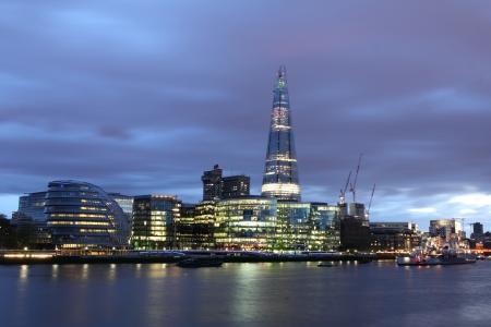New London stadhuis bij nacht, panoramische uitzicht vanaf de rivier Stockfoto