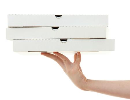 caja de pizza: caja de pizza con la mano, aislados en fondo blanco