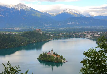 bled: Lake Bled with island, castle and mountains in background, Slovenia, Europe