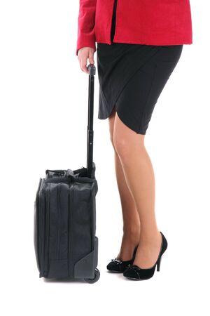 tacones rojos: Empresaria con una maleta en el blanco