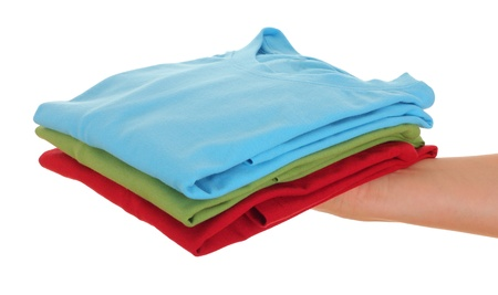 tela algodon: pila de la camiseta de las mujeres mano, sobre fondo blanco