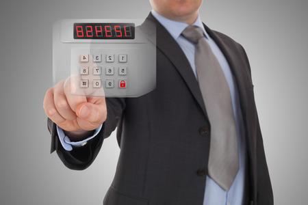 sistemleri: El güvenlik alarm sistemi kodu ayarlıyor Stok Fotoğraf