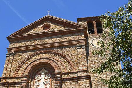 Particolare della facciata della Chiesa di Santa Maria a Panzano in Chianti