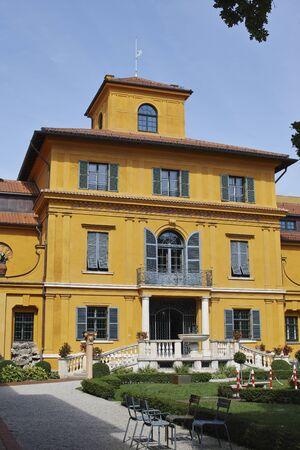 franz: Lenbachhaus, the facade of the villa