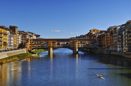 Firenze, 폰테 벡시오 (Ponte Vecchio) 거리에서 산타 트리니 타 (Santa Trinita)