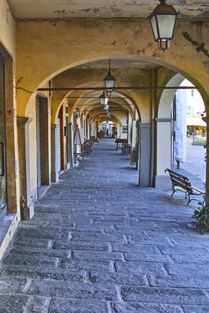 Chianti의 광장, Giacomo Matteotti 광장의 veduta dei portici