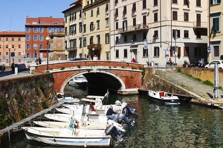 Livorno, barche nei canali medicei Stock Photo - 99409970