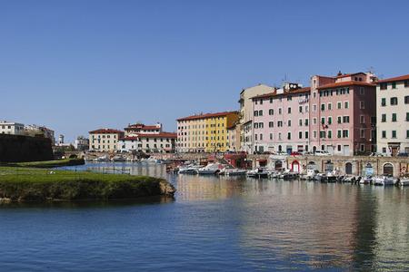 Livorno, barche nei canali medicei Stock Photo - 99437036