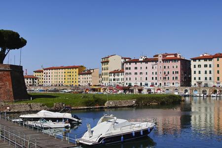 Livorno, barche nei canali medicei Stock Photo - 99591541