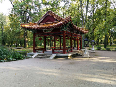 Chinese architecture of the Chinese Garden in the Lazienki Park in Warsaw, Poland Standard-Bild