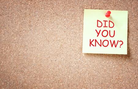 nota adhesiva cubrió a corkboard con la frase ¿sabía usted