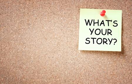 コルクに固定された粘着性があるあなたの物語のコンセプトは何ですテキストのための部屋とボード