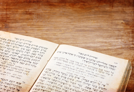 kippah: antiguo libro de oraciones jud�o Foto de archivo