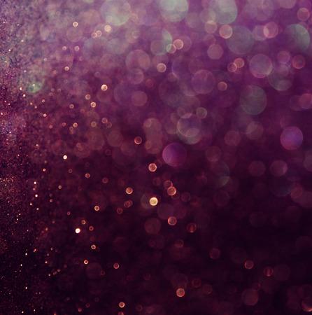 estrellas moradas: luces de brillo de la vendimia fondo blanco y morado desenfocado