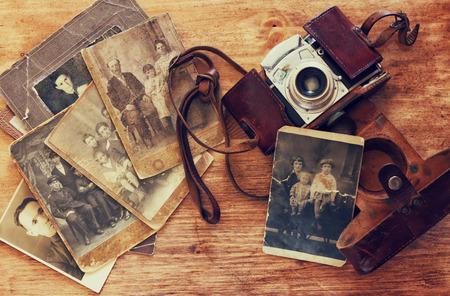 bovenaanzicht van oude camera, antieke foto's
