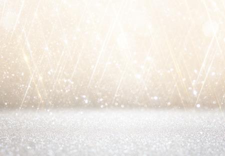 fondo elegante: blanco y plata luces bokeh abstractos. fondo desenfocado