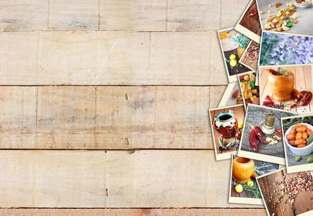 Beelden met een verscheidenheid van verschillende kruiden en specerijen molen. collage op houten achtergrond Stockfoto