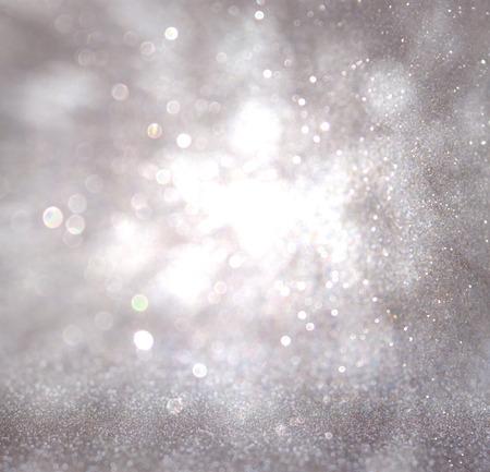staub: Bokeh Lichter Hintergrund mit Farben Weiß und Silber und Bewegungsunschärfe