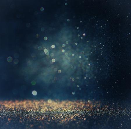 キラキラ ビンテージ ライトの背景。ゴールド、シルバー、ブルー、ブラックドの集中。 写真素材