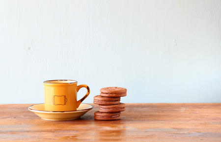 kafe: coffee cup and cookies over wooden table. room for text and copyspace