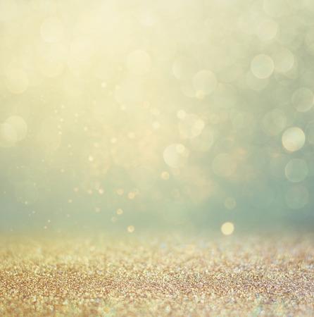 Glitter vintage Lichter Hintergrund. Gold, Silber, Blau und Schwarz. de-fokussiert. Standard-Bild - 35056459