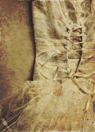 vestidos antiguos: close up de vestido de novia mujer con textura excesivamente, tonos sepia.