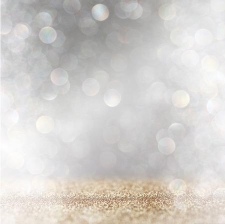 キラキラ ヴィンテージの抽象的なイメージは、背景光バーストに点灯します。シルバー、ゴールド、ホワイト。逆に焦点を当てた。