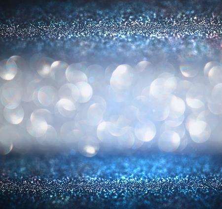 fondos azules: brillar luces de fondo de la vendimia. luz de oro plata púrpura azul y negro. desenfocado.
