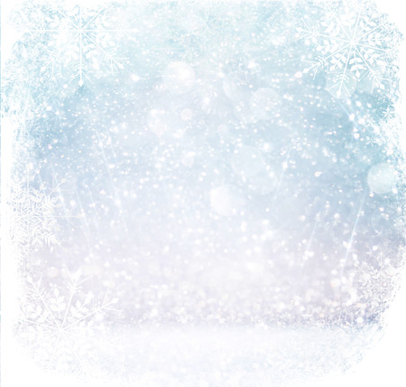 白と銀の抽象的なボケが点灯します。スノーフレークのオーバーレイを使って多重背景